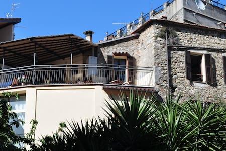 Fin våning med fantastisk utsikt - Olivetta San Michele - Leilighet