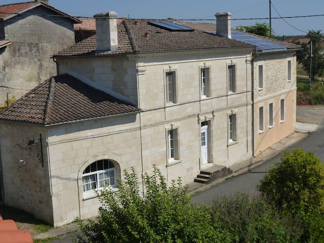 Chambre d'hôtes de charme près de Bordeaux - Soulignac - House