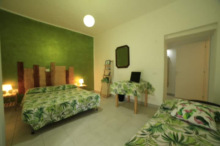 GREEN room with private bathroom 7km to the sea