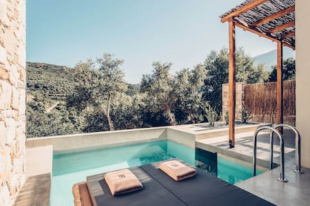 Suite with private pool Sougia, Chania