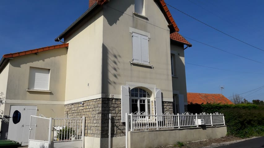 Sweet home to omaha beach - Sainte-Honorine-des-Pertes - House