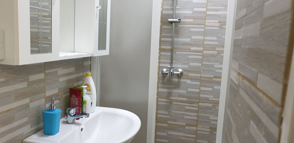 Single Private Room with Shared Bath-Venice