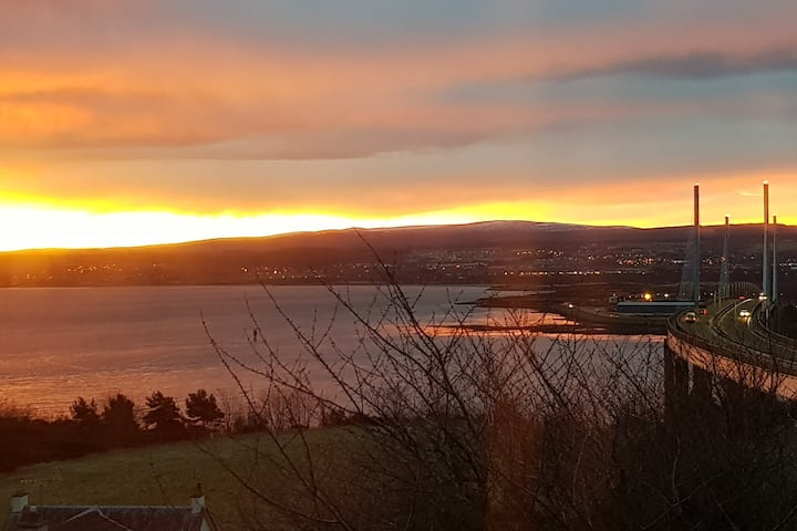 North Kessock Garden Cottage with stunning views