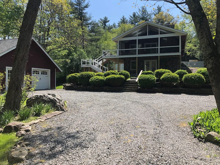 Rarely Available~ 4 BRs on tranquil Grassy Brook