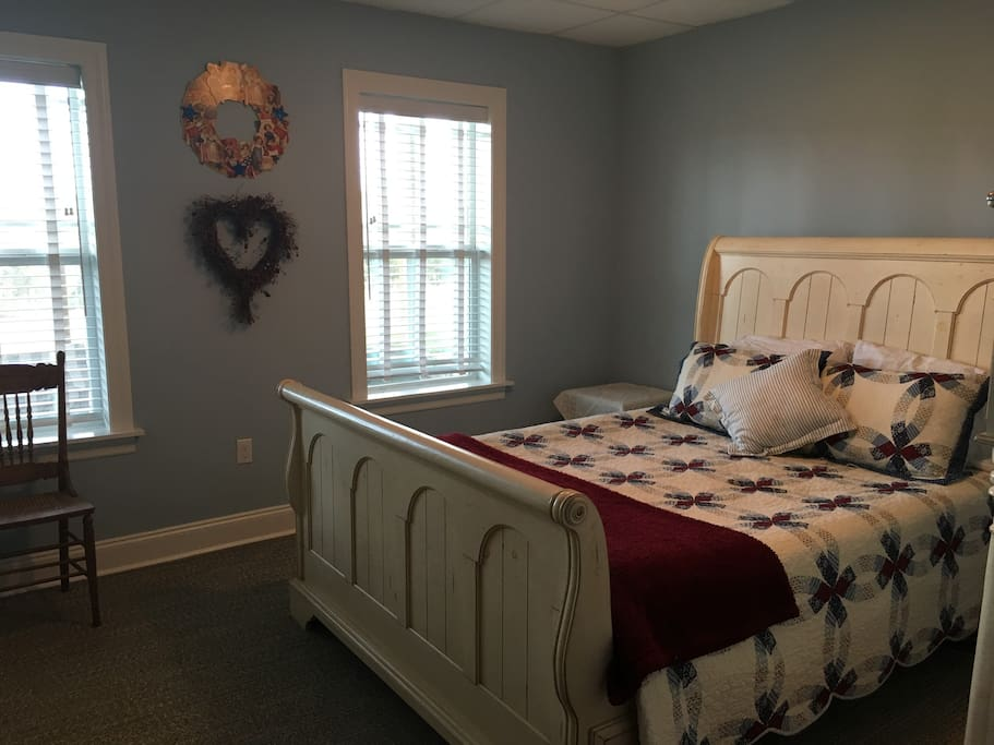 RED, WHITE, & BLUE, 1 Queen bed
