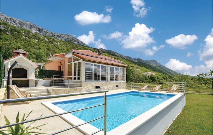 Beautiful home in Dubrava with WiFi, 3 Bedrooms and Sauna