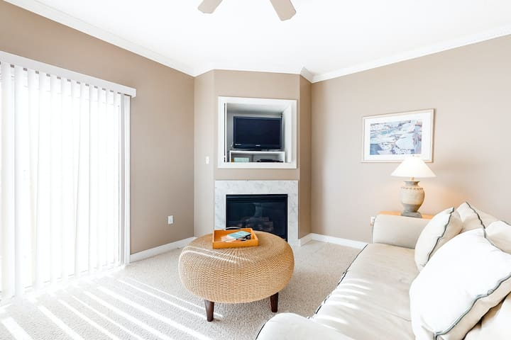 Family-Friendly OC Home w/Shared Pool/Private Washer/Dryer/AC - Close to Beach!