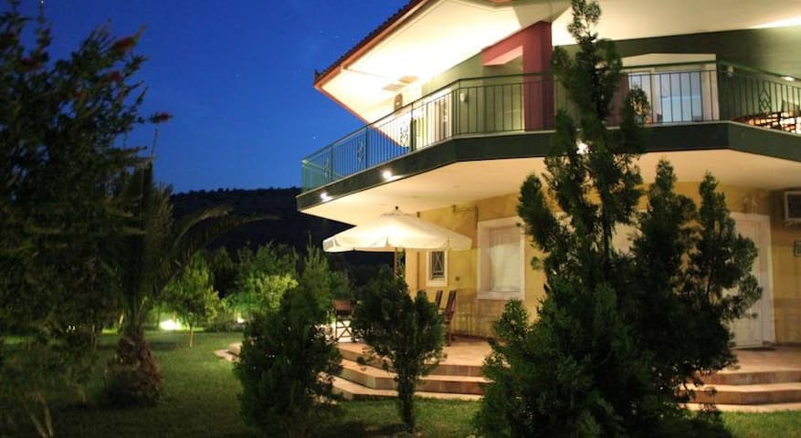 Nafplion Retreat in beautiful Garden, up to 12ppl