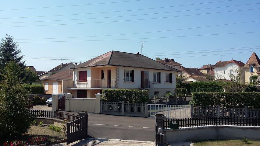 Maison individuelle (3 chambres), proche centre - Paray-le-Monial - Haus