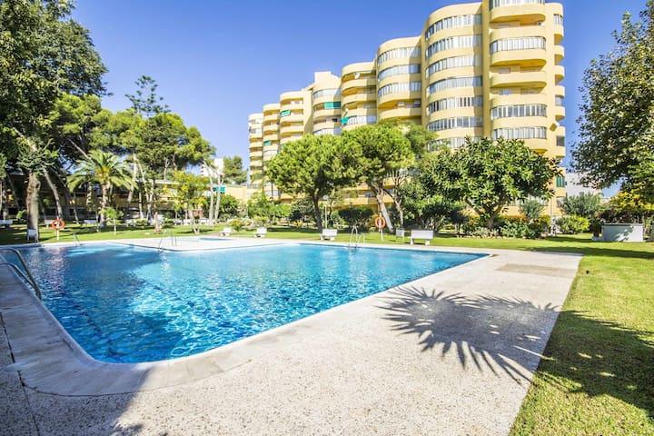 Apartamento de 2 dormitorios, cerca de la playa, con terraza y parking