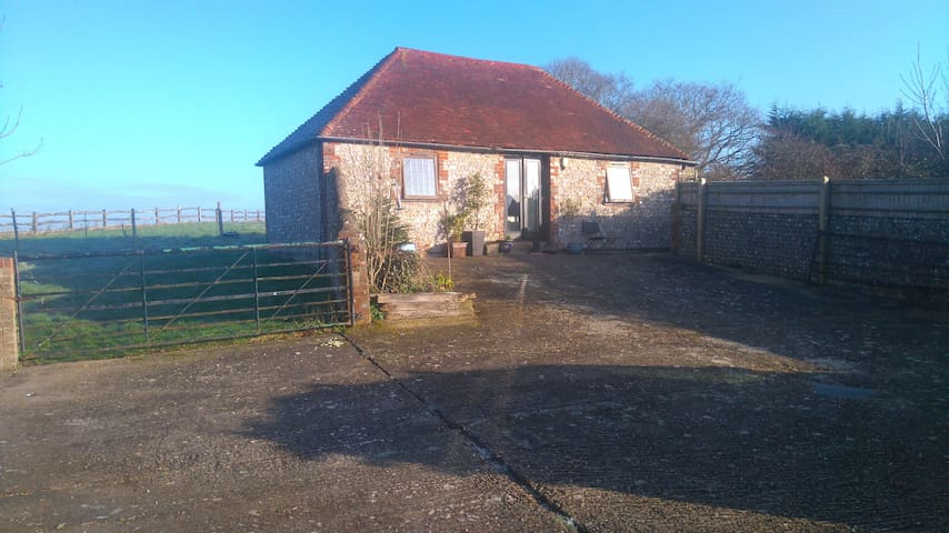 Detached South Downs flint barn with log burner - Wilmington - Casa