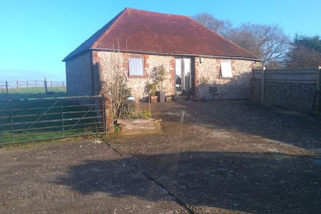 Detached South Downs flint barn with log burner - Wilmington