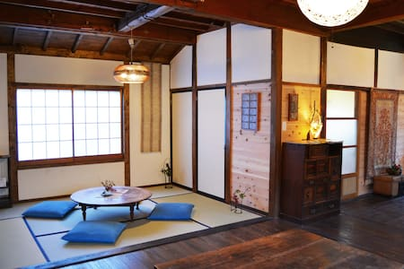 Earthworks Guesthouse in Historic Hot Spring, 3
