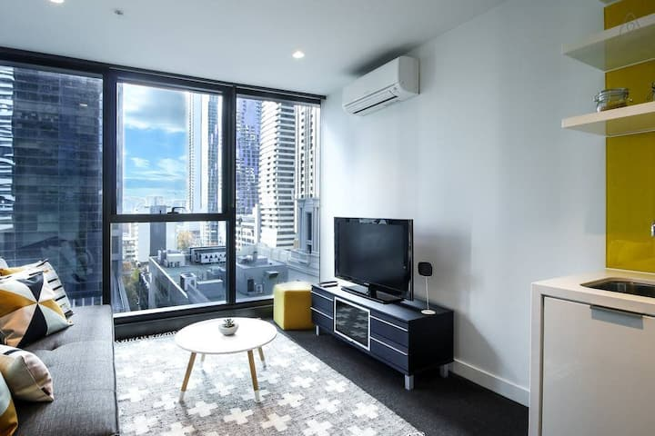 Central CBD Apartment across Melbourne Central