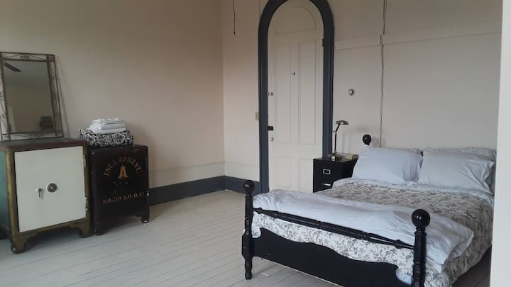 Private Bedroom in Fabulous Art Loft & Ballroom!