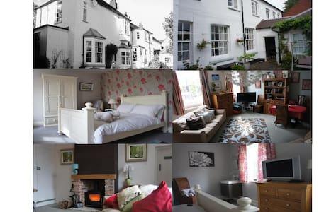 Iris 1 double room & living area - Lichfield