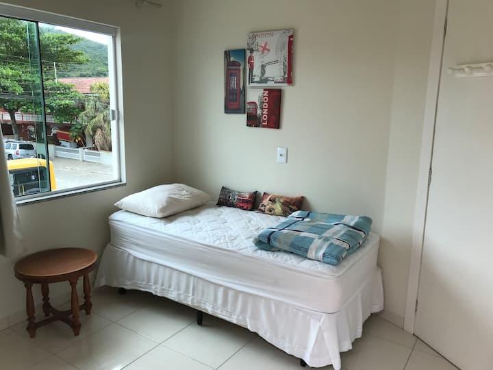 Lindo quarto  Porto Belo centro !!!