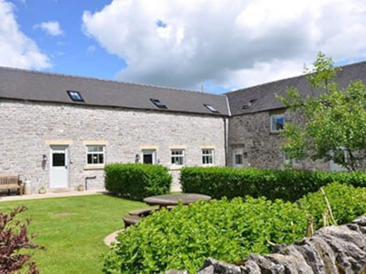 Derby Cottage in the heart of the Peak District