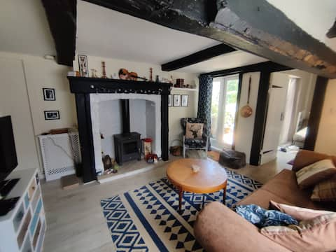 Bedroom in a cosy cottage near Manchester airport
