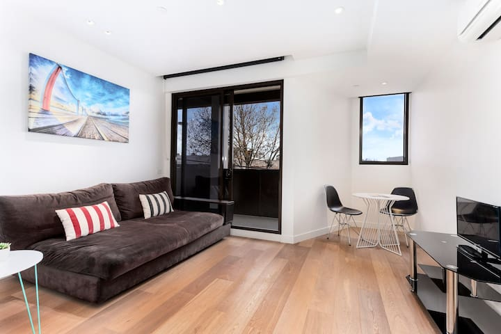 MODERN & NEW 1 BEDROOM +WIFI - South Yarra - Leilighet