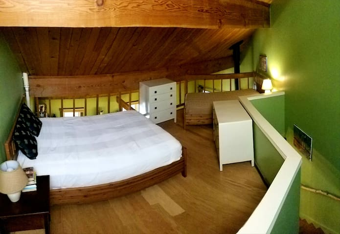 Upstairs loft with queen and single bed
