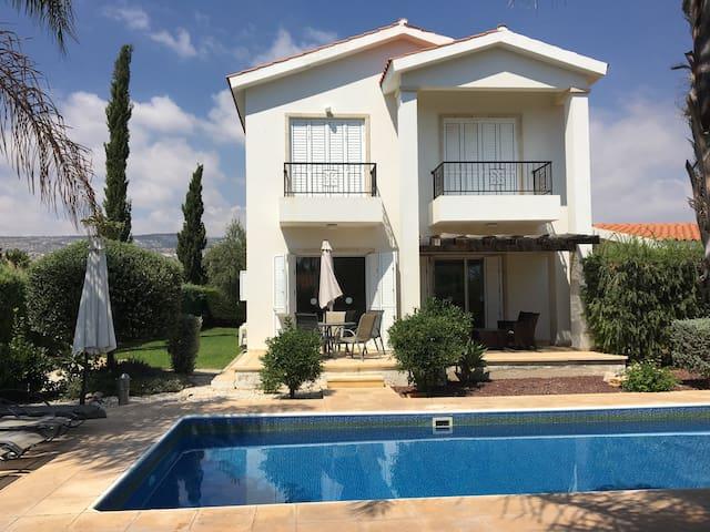 Villa in Coral Bay, near to the beach