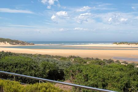 Amanzi - A Beautiful Home with Spectacular Views
