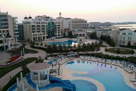2 bedrooms apt in 5 stars resort - Pomorie - Lakás
