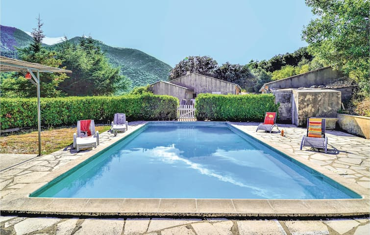 Holiday cottage with 1 bedroom on 44m² in Saint Leger du Ventoux