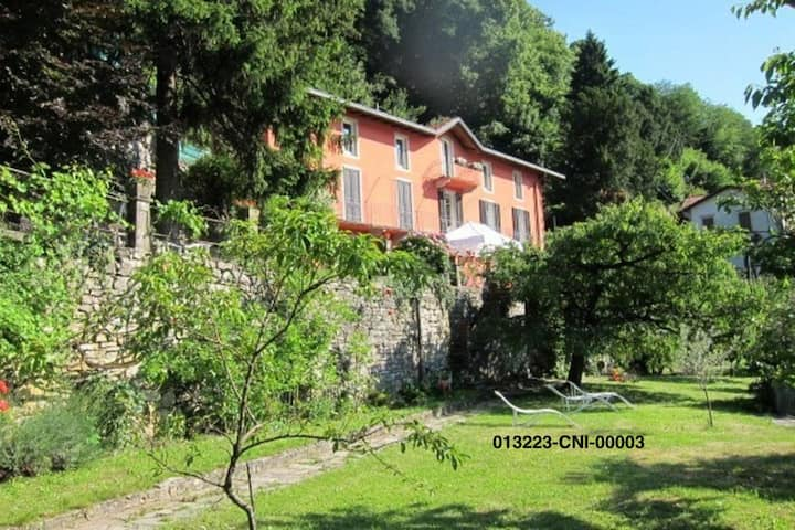 villa, garden, amazing view: side with rose 8 beds