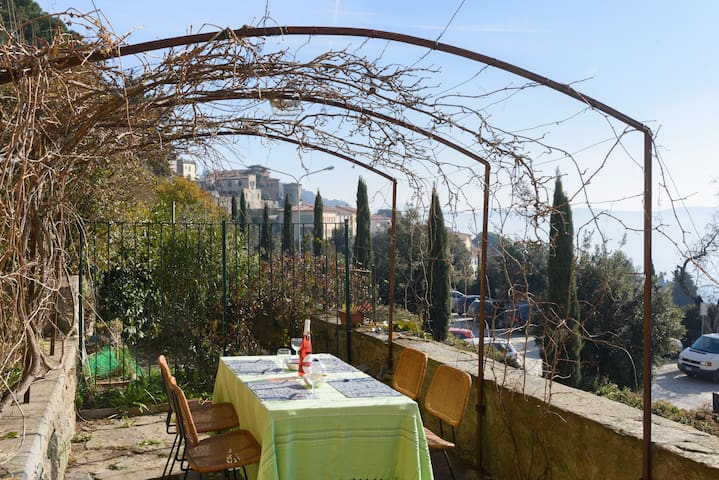 Wonderful Aptmt w View-few min Walk to Town Centre - Cortona - Apartemen