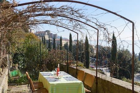 Wonderful Aptmt w View-few min Walk to Town Centre - Cortona - Wohnung