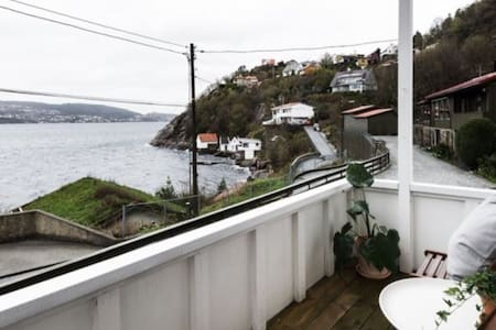Charming apartment next to the ocean - Bergen - Byt