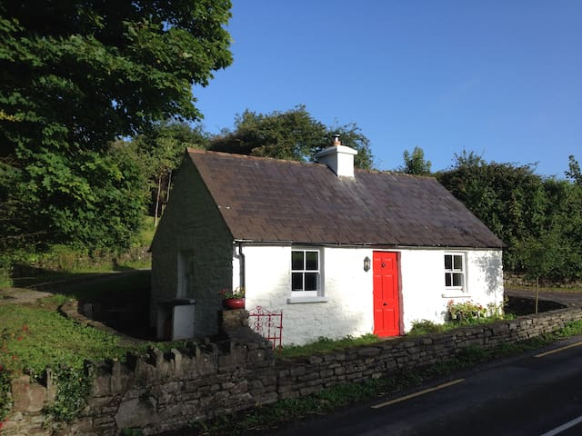 Traditional Irish Seaside Cottage - Kilbrittain
