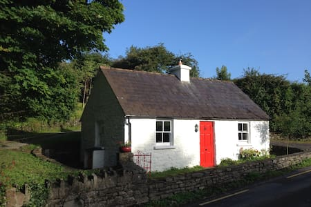 Traditional Irish Seaside Cottage - Kilbrittain - Chatka