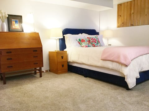 Carriage Suite with kitchen, laundry near downtown
