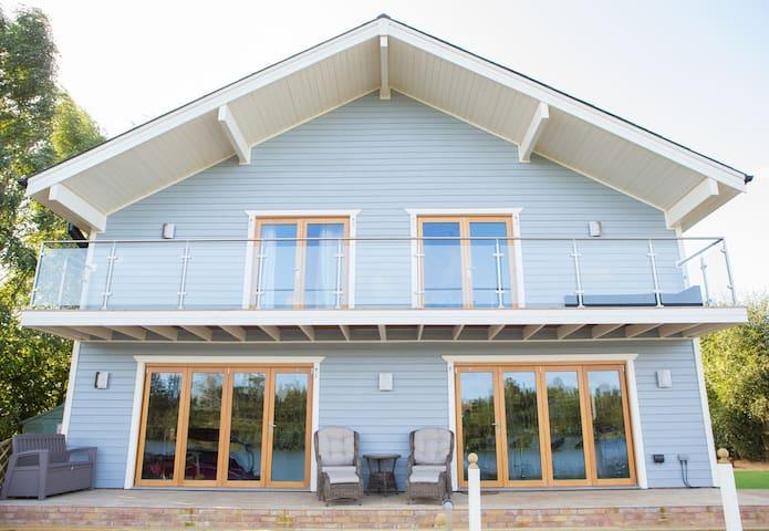 Malibu Lake house (56 Pentney Lakes)