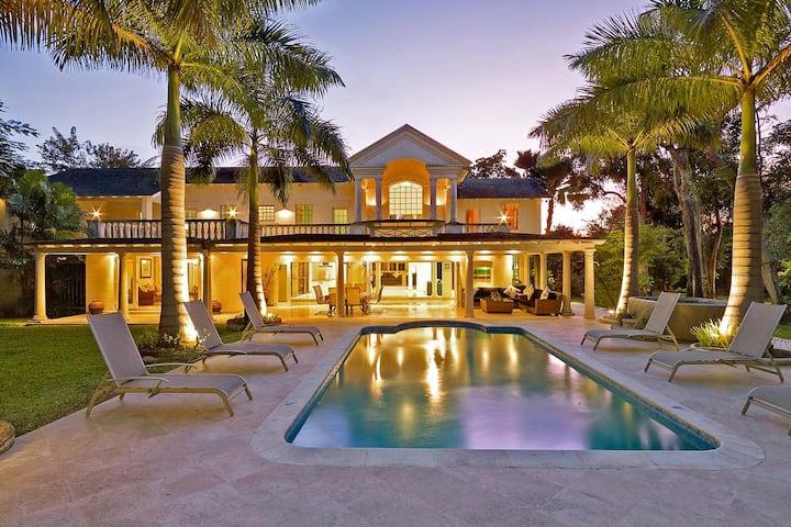 Luxury 6-bedroom villa with pool in Sandy Lane