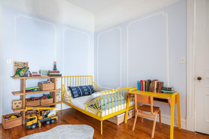 2nd floor middle playroom, twin bed