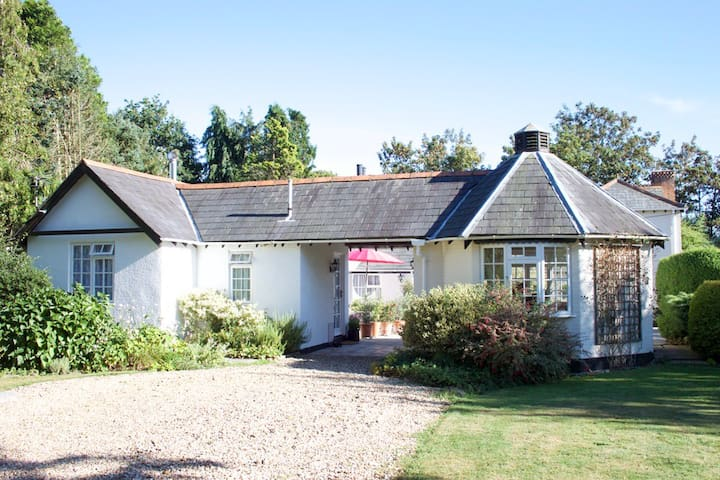 Kings Hyde Cottage, perfect retreat for couples. - Sway - Holiday home