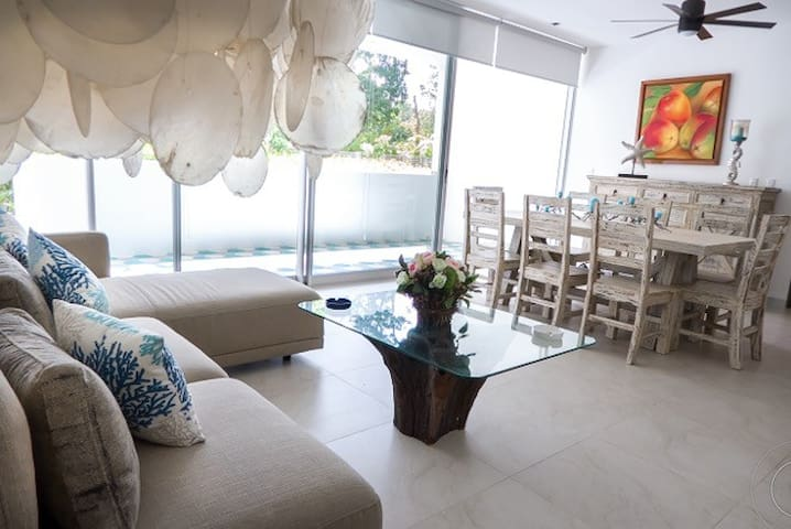 Social area, dining room and living room enlighten with natural light coming through the balcony.