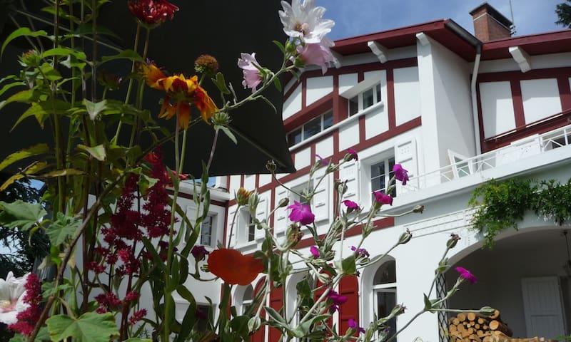 Appartement grand confort panoramique dans maison