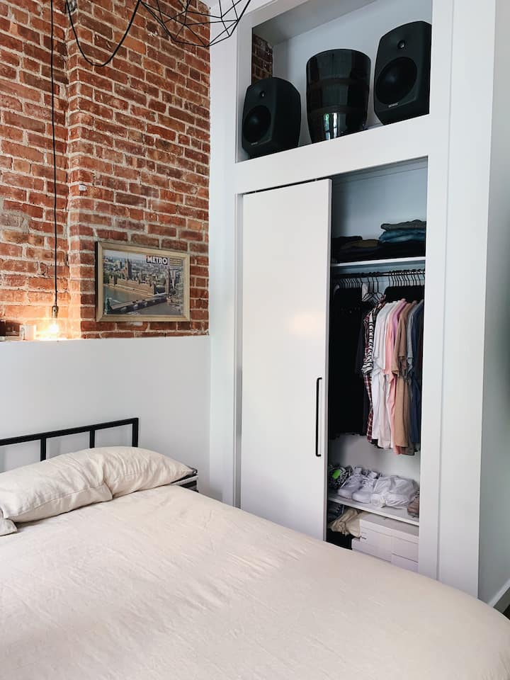 Beautiful Apt in the heart of the EAST VILLAGE!