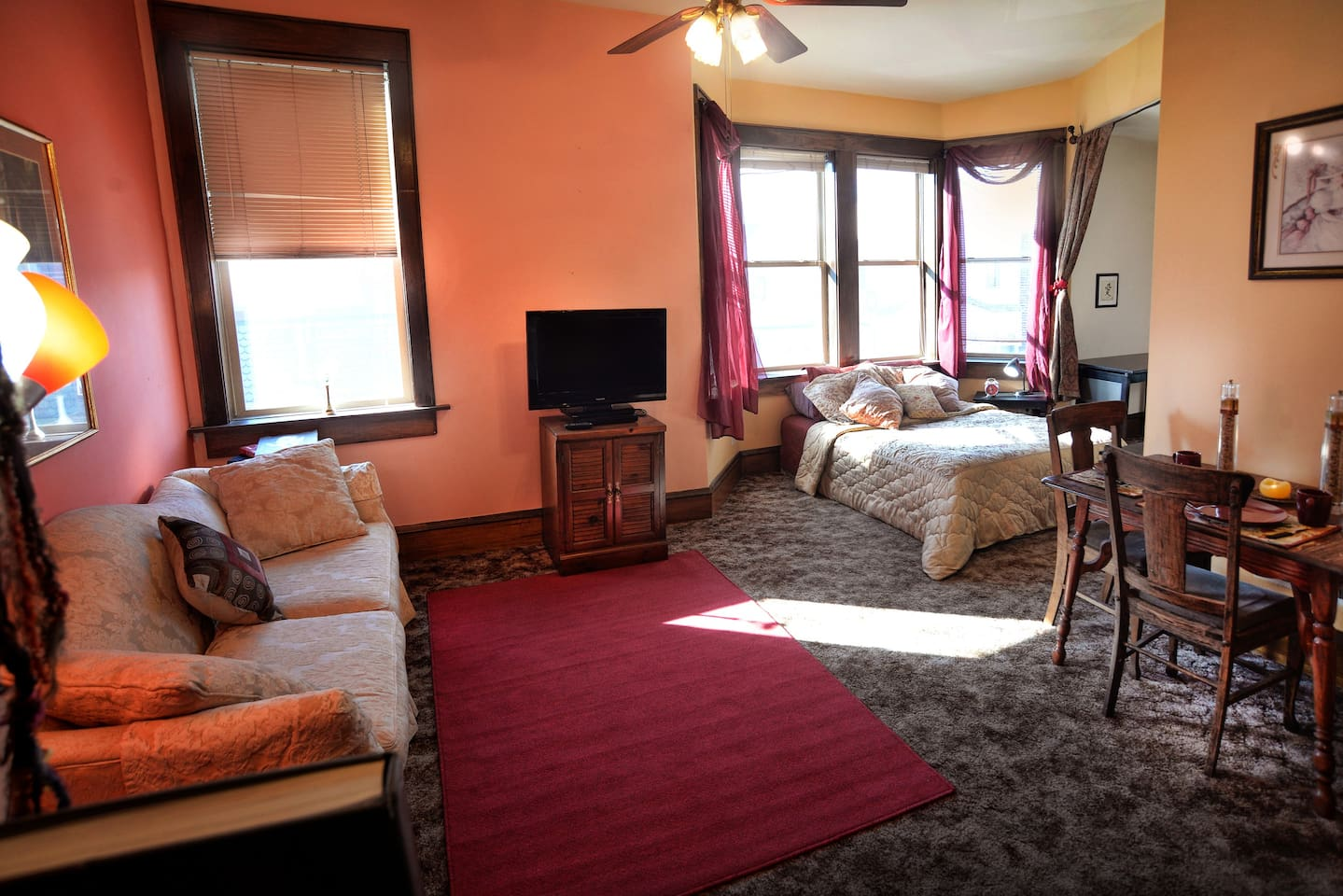 Ideal for extended stays, 600 sq. ft. Tc, DVD, Desk, Bath/Shower/Kitchenette (updated decor)