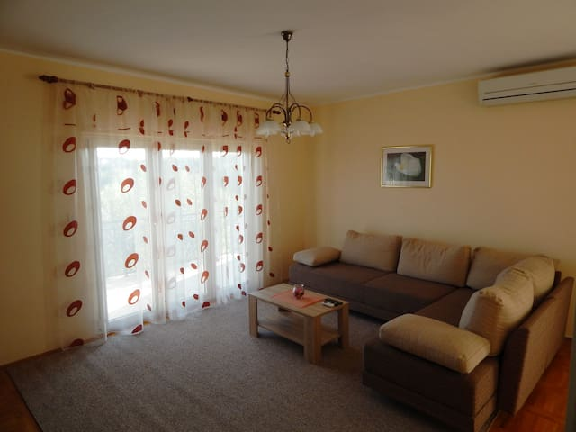 Spacious apartment in Jezera, island of Murter - Jezera - Daire