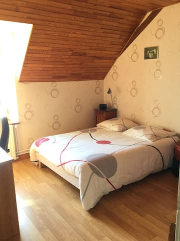 Chambre dans maison de campagne - Évron - Rumah