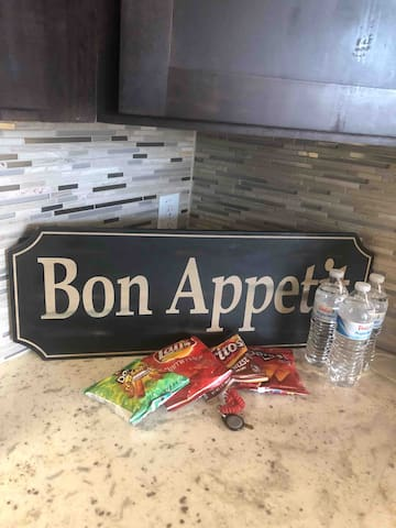 """""""Bon Appetite""""Snacks and Water provided on stay"""