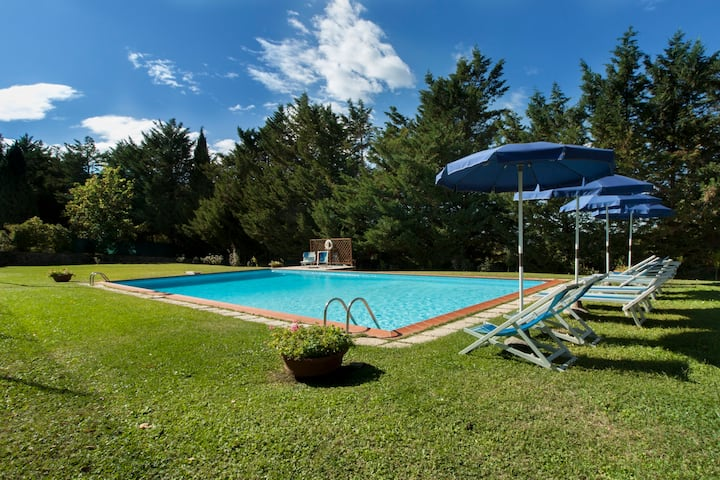 Villa Laura with private pool, fitness area, wi-Fi