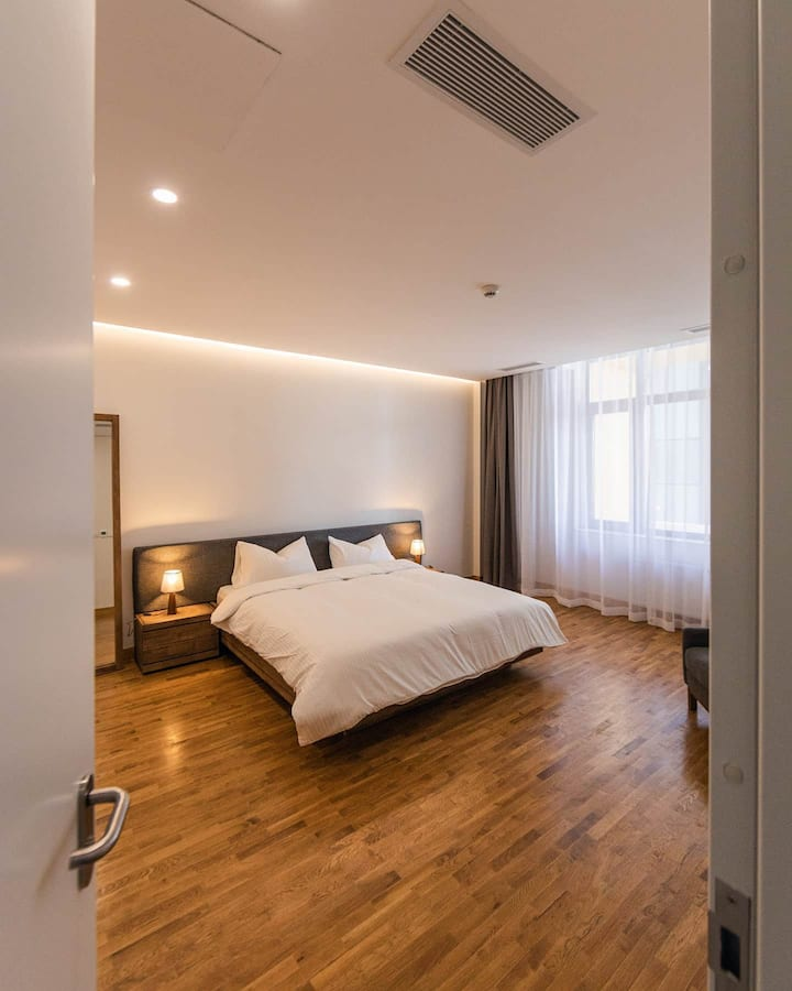 Modern 1 bed & 1.5bath Executive Suite  in Central
