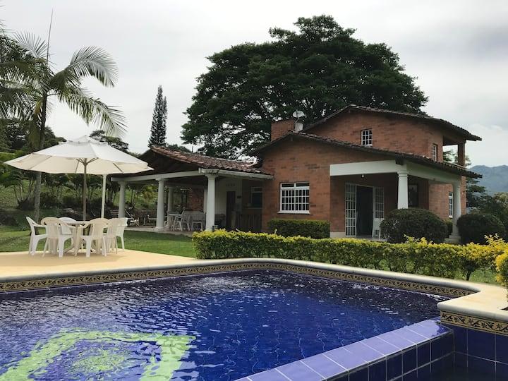 Hermosa finca Barbosa cerca a Medellín. Full WIFI